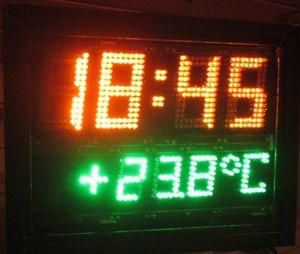 Внешний вид часов-термометра.